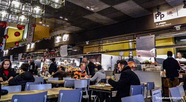 Praça de alimentação do Mercado Central de Termini, em Roma