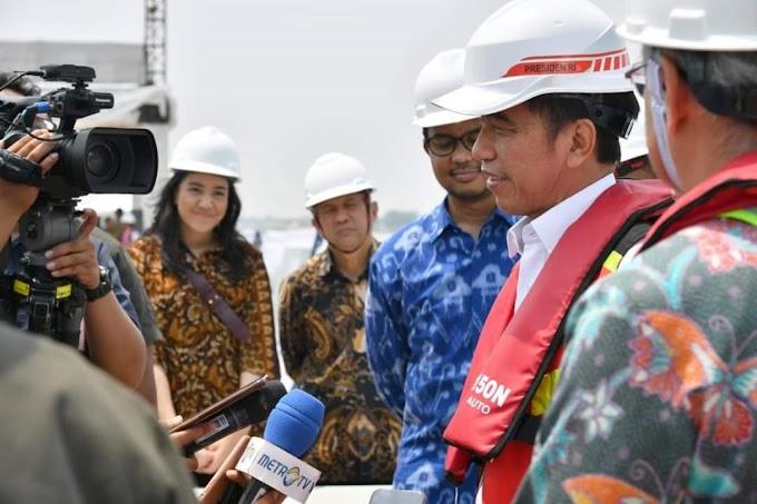 Presiden Jokowi Ajak 2 Staf Khusus Milenial Tinjau Program Mekaar
