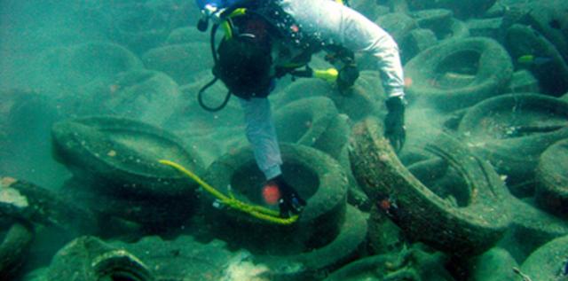 fondali marini mare rifiuti inquinamento La scorribanda legale