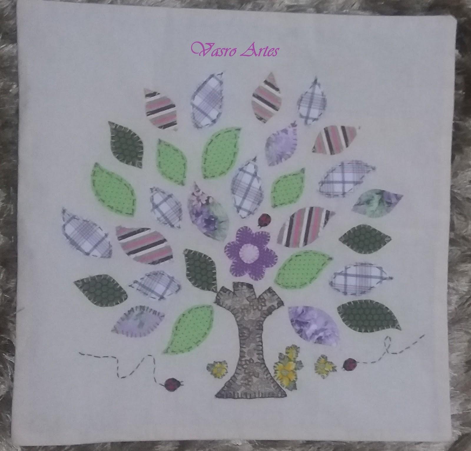 Favoritos Vasro Artes: Almofada com Patch Aplique - Almofada Árvore CC98
