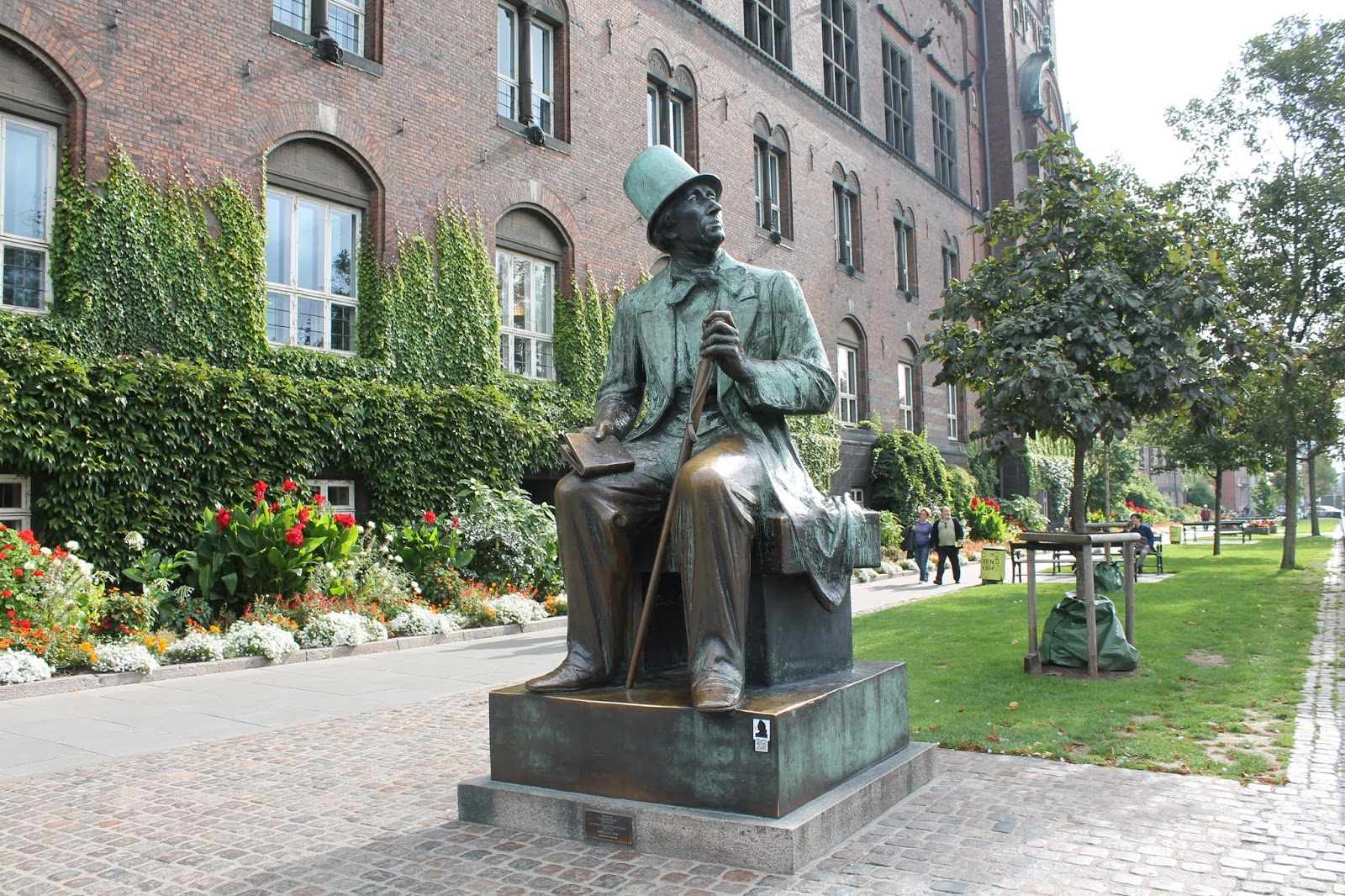 Hans Christian Anderson Statue - Copenhagen Travel Post