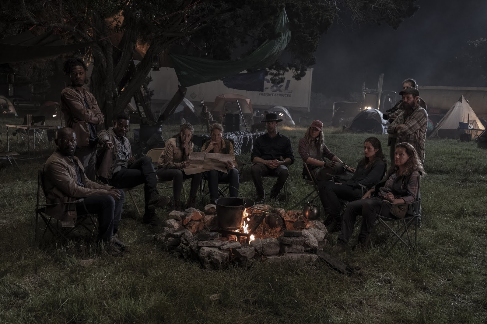 El grupo, en el episodio 5x15 de Fear The Walking Dead