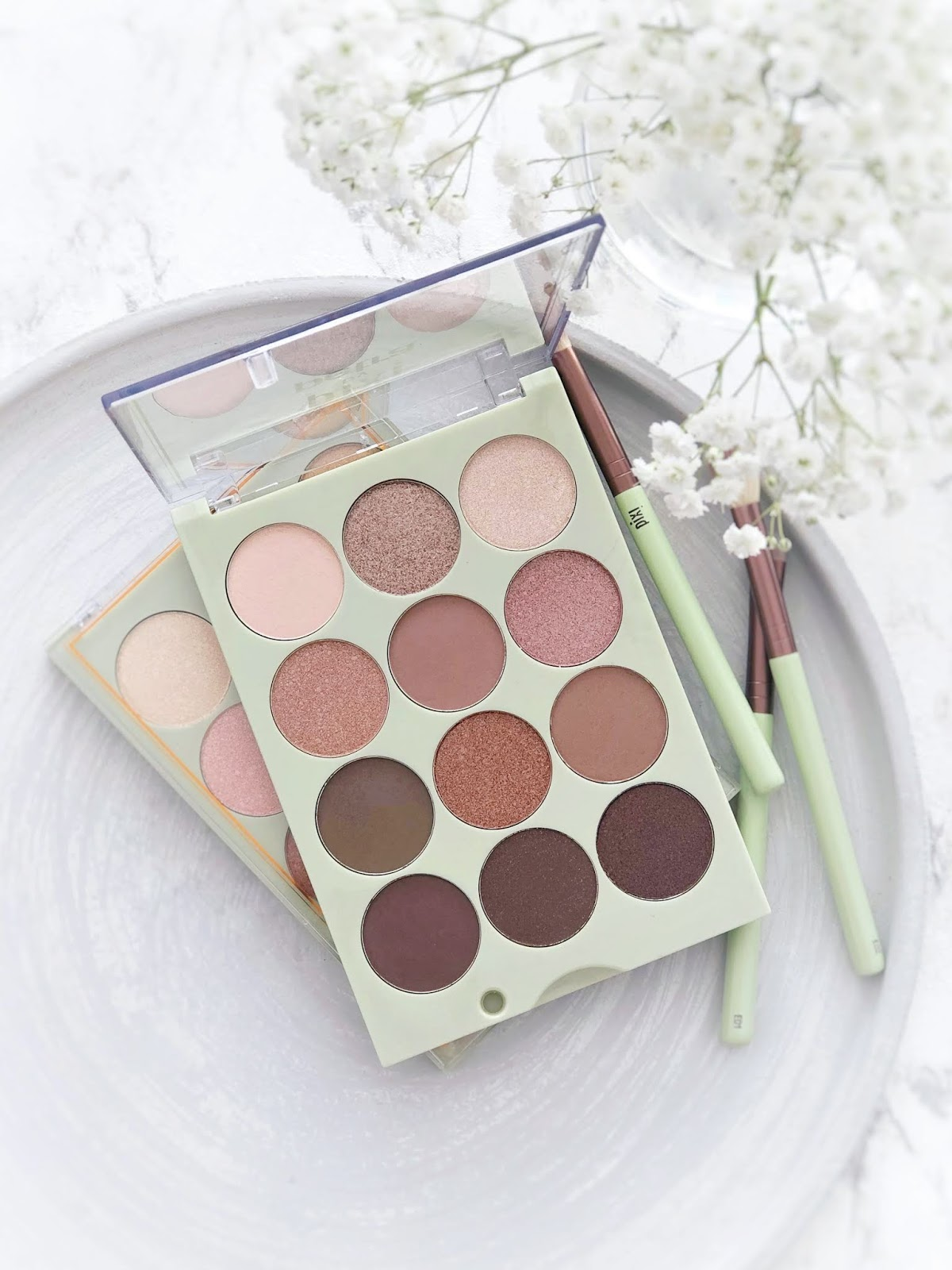 Eye-Reflections-Shadow-Palette-Pixi-Beauty-natural-beauty