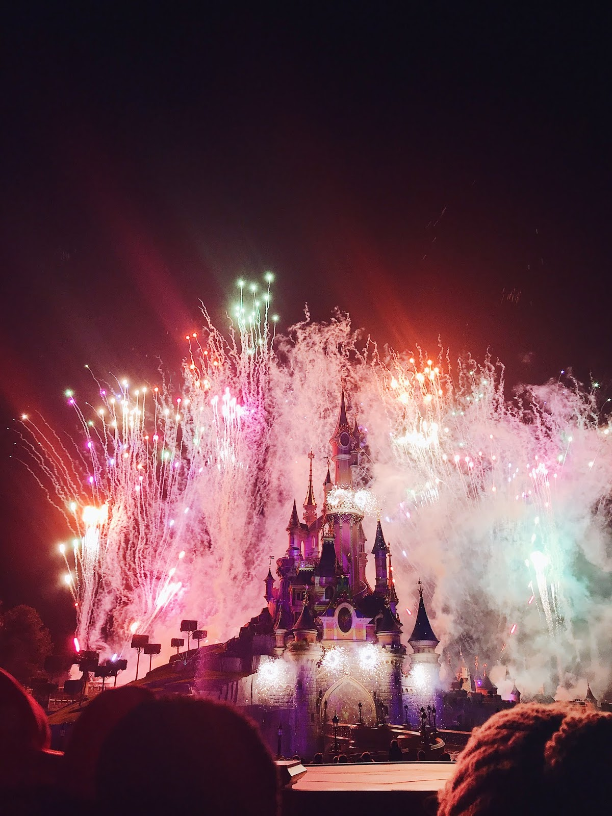 things to do at Disneyland Paris - see the stars