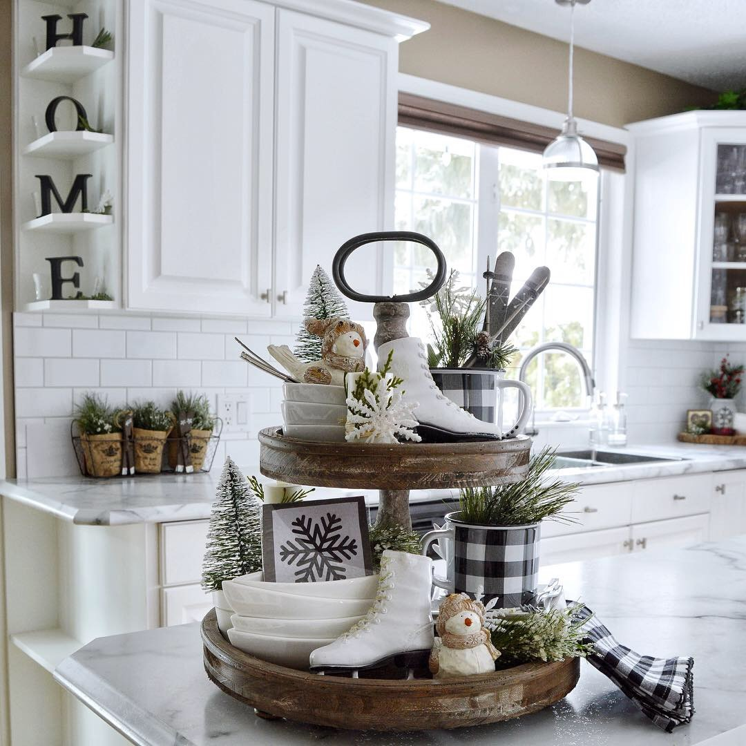 Dining Delight: Tiered Tray With Beach Decor & More Tray Ideas