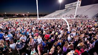 250,000 estudiantes comparten el 'poder de Cristo' en los campos de fútbol de todo el país
