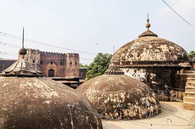 domes-begum-shahi-mosque-mosque-of-maryam-zamani