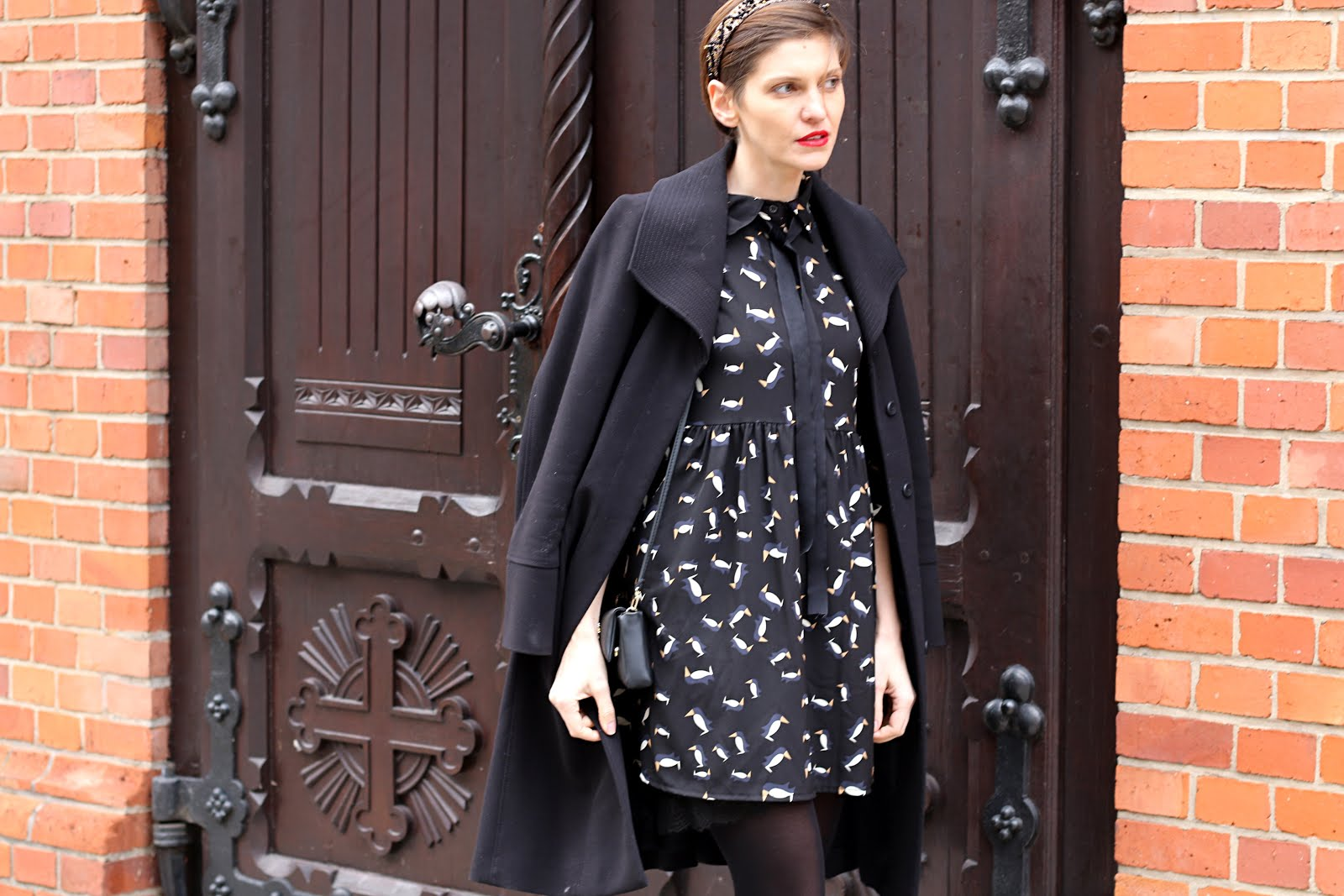 sukienka na swieta, swiateczna stylizacja, aksamitka, płąszcz, opaska, styistka, stylistka poznan,