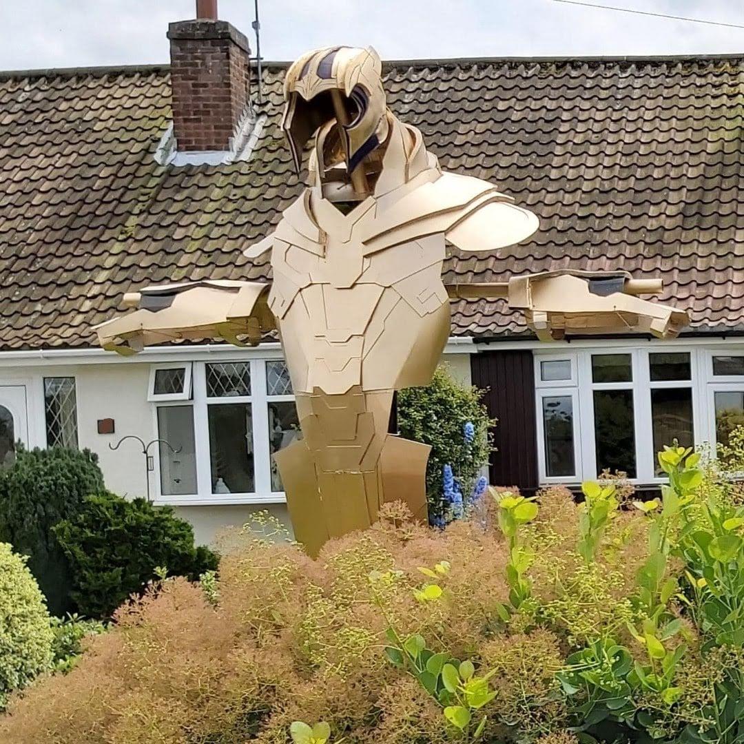 Thanos armor scarecrow : あッ、サノスのかかし ! ! 😲