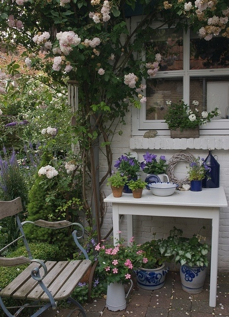 Rincones de trabajo en el jard n for Rincones de jardines pequenos