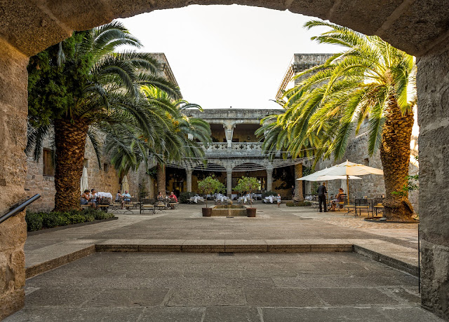 Castillo Palacio de los Condes de Oropesa :: Canon EOS5D MkIII | ISO200 | Canon 17-40@17mm | f/7.1 | 1/40s