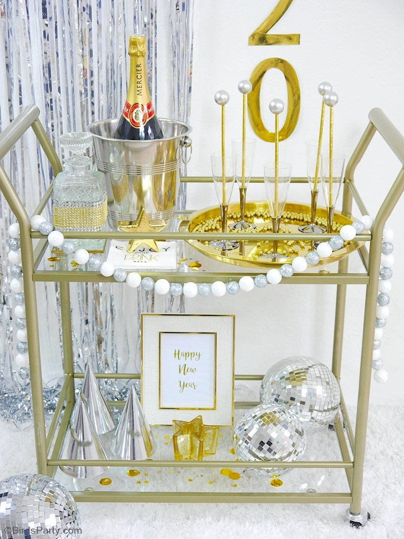 DIY New Year's Eve Bar Cart Decor + FREE Printables - four quick and easy projects to help you jazz up any bar cart or party! by BirdsParty.com @birdsparty #newyearseve #newyear #newyearseveparty #newyearparty #newyearsparty #diy #crafts #newyearbarcart #barcart #diybarcart #barcartstyling #bar #drinkstation #newyearbarcart