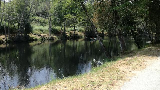Rio Paiva calmo e sereno