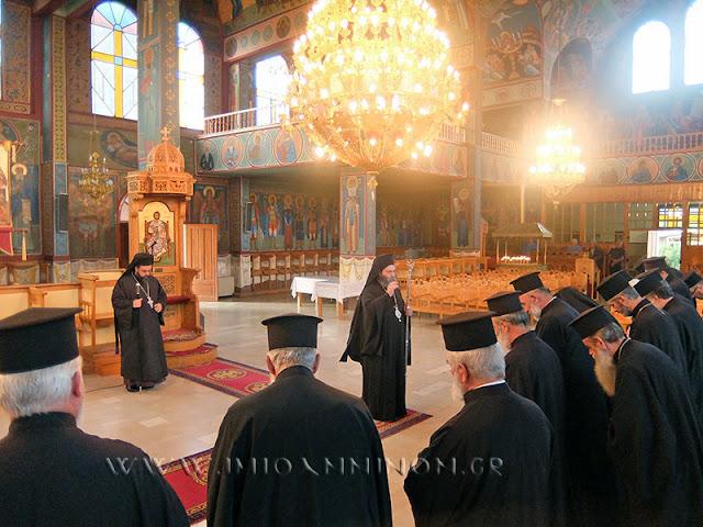 Γιάννενα: Θεία Λειτουργία Και Σύναξη Κληρικών Στον Κατσικά