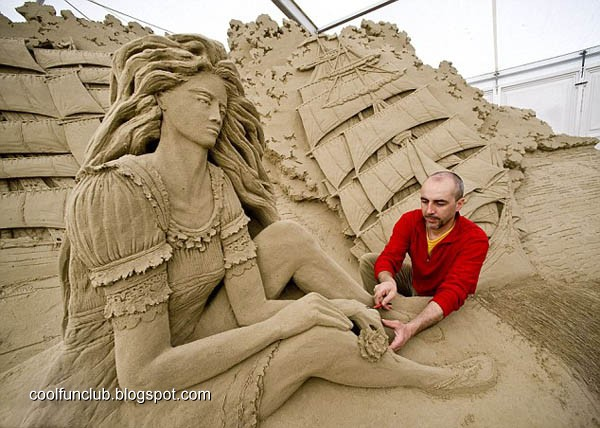 CoolFunClub: Woman on Sand Sculptures