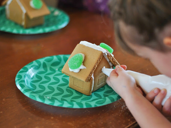 Photo Essay: Gingerbread Houses
