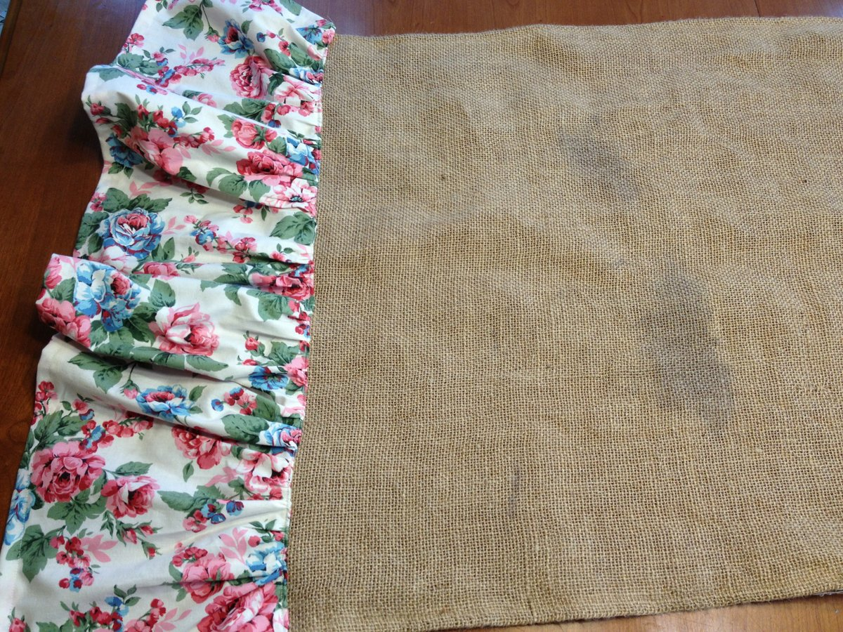 Quilted Cupcake: Shabby Chic Burlap Table Runner DIY