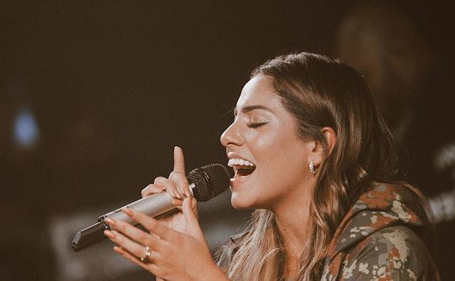 Gabriela Rocha comemora expansão, sua carreira internacional