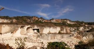 Gambar 4.1 Gunung Kapur Gosari, Gresik