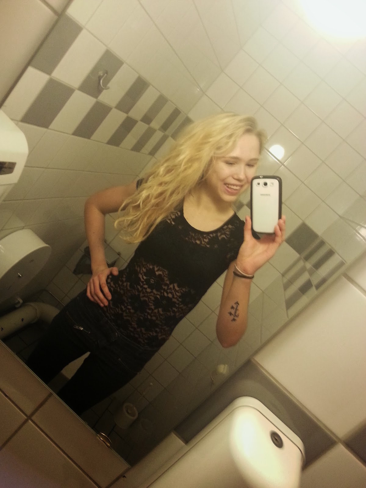 selfie bathroom Teen girl