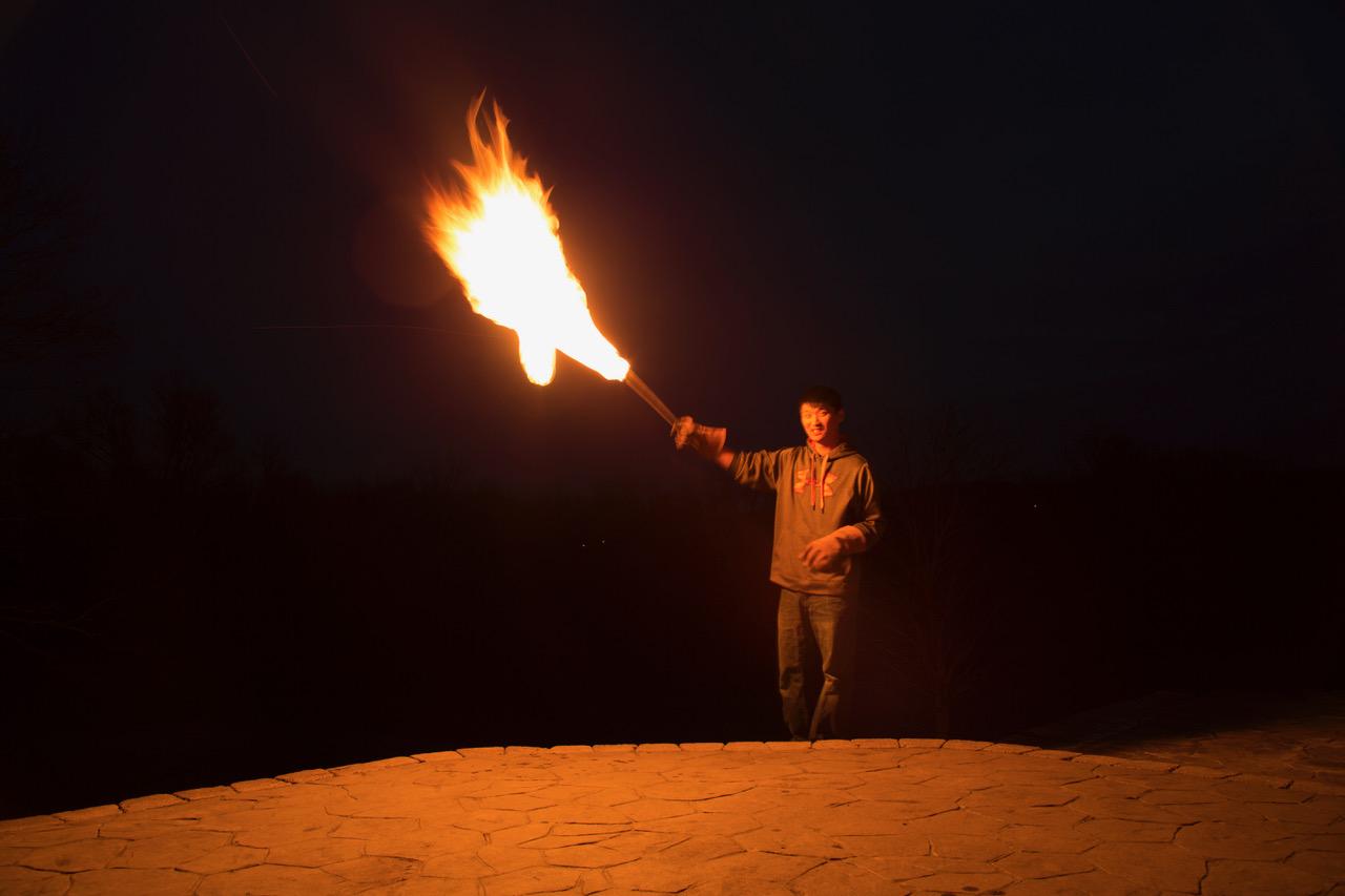 фотографировали горящее крыло помощники
