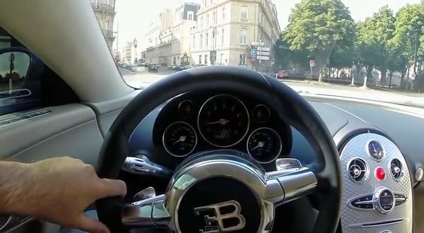 ¿Querés dar una vuelta en un Bugatti Veyron? Entra y acomodate (vídeo)