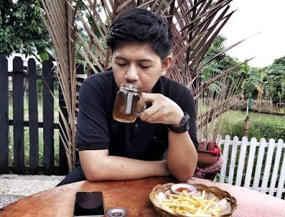 Lokai Kafe Nuansa Pedesaan di Makassa Yang Populer