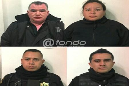 Policías de Ecatepec detienen a joven, pero se les cae de la patrulla y muere atropellado