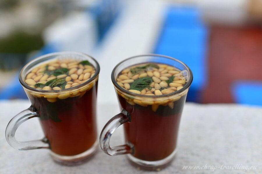 Чай с мятой и кедровыми орешками