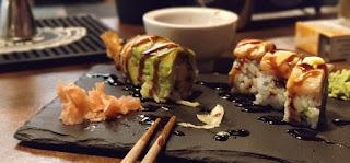 sushi con langostinos