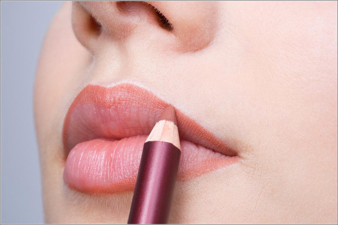 Cara Mengatasi Bibir Hitam dan Kering secara Alami