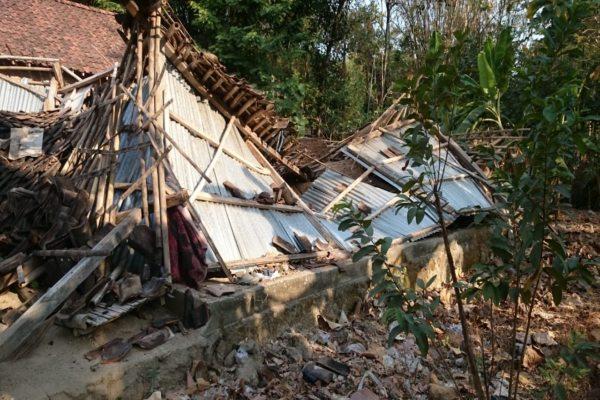Rumah Warga Miskin di Plupuh Sragen Tib-Tiba Ambruk