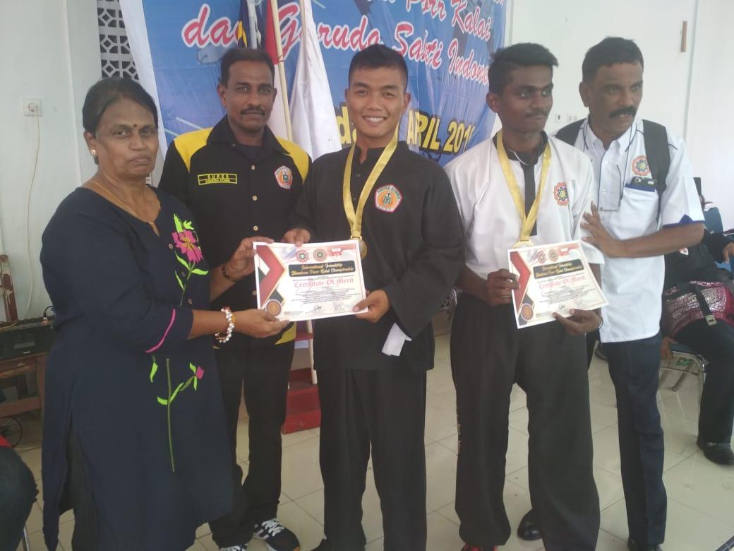 Prajurit Yonif 122/TS Serda Alhadid Filian Raih Medali Emas di Pencak Silat Internasional Frendships Sumatera-Malaysia