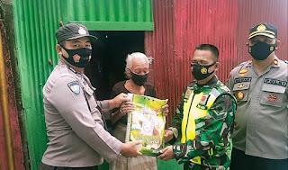 Bentuk Kepedulian ditengah Pandemi Covid 19, Polsek Ujung Tanah Bersama TNI bagikan Sembako