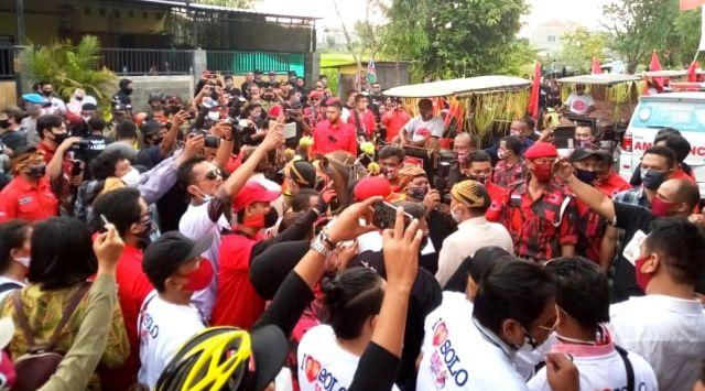FPI Tuding Mahfud MD Miliki Motif Lain ke HRS, Acara Gibran di Solo Ramai Tak Jaga Jarak
