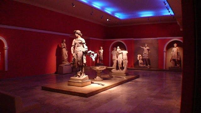 متحف أنطاليا