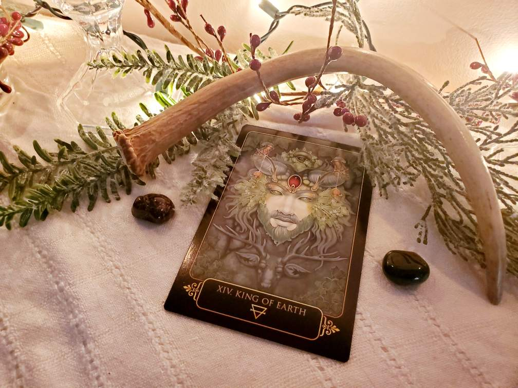 altar, sabbat, Yule, Winter Solstice, witchcraft, witchy, hedgewitch, pagan, neopagan, wiccan, wicca