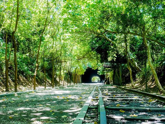 走入小小站|崎頂車站的藍白色風味,電影、歷史與海。