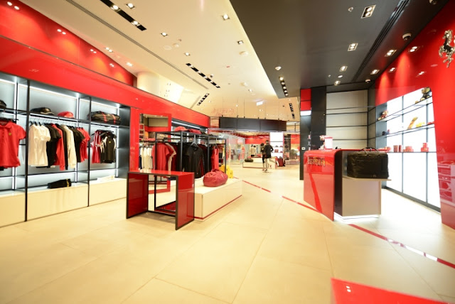 Green Pear Diaries, interiorismo, retail, Ferrari, flagship store, Dubai Mall, Dubai