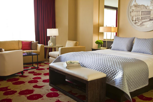 A luxury boutique hotel in Chicago's best area River North, Kimpton Hotel Palomar offers exquisite style, superb amenities and easy access to attractions.
