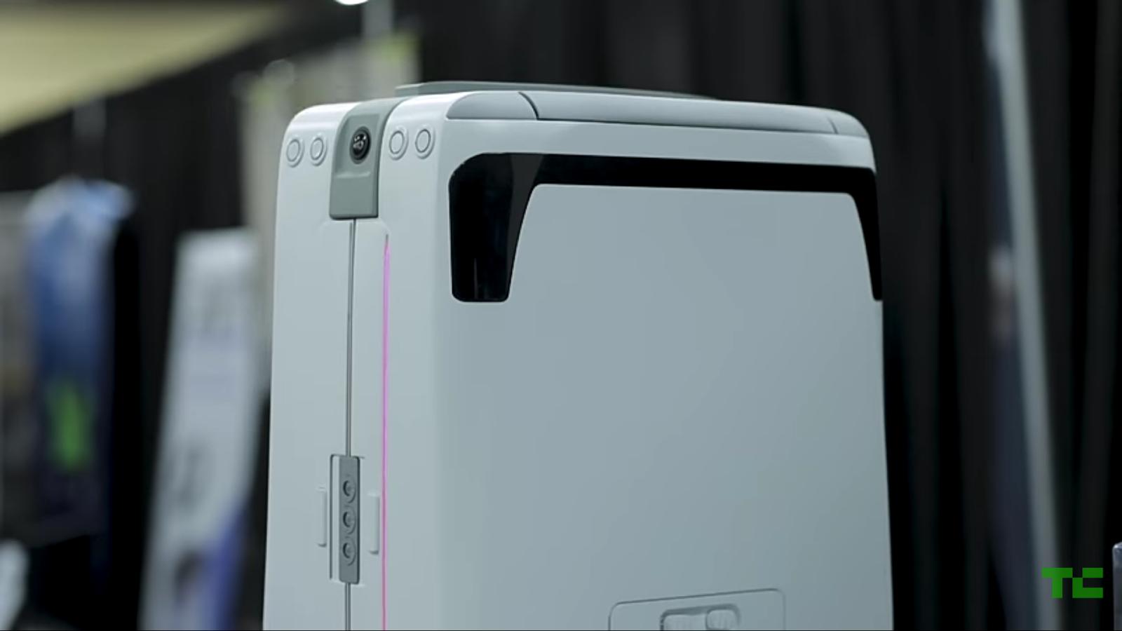 The ForwardX AI CX-01 Suit Case Unveiled At CES 2018