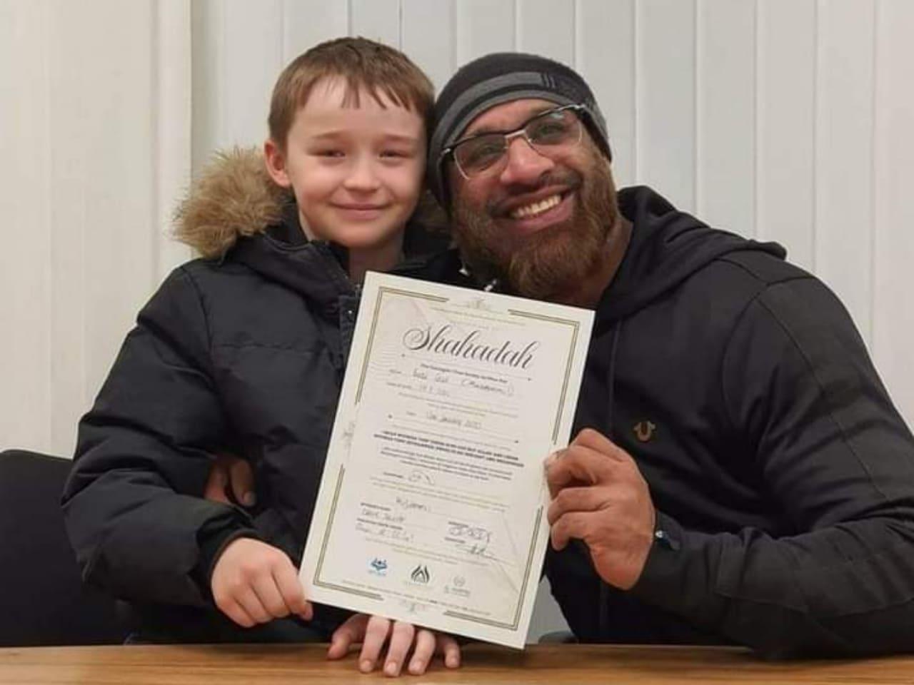 Penuh Senyum, Bocah 9 Tahun AS Masuk Islam