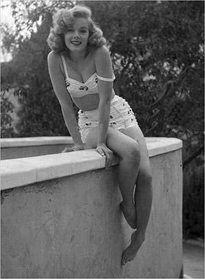 http://pics.wikifeet.com/Leslie-Parrish-Feet-907782.jpg