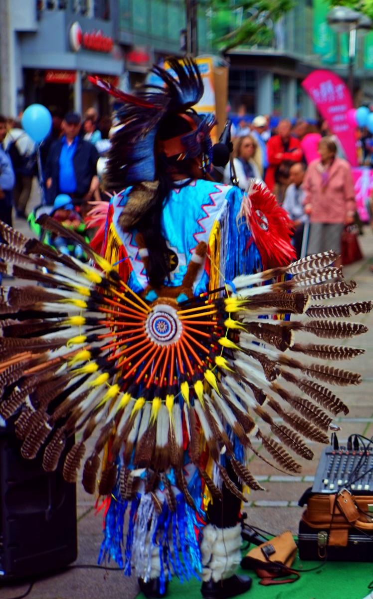 Bunter Vogel oder Häuptling der Indianer ...