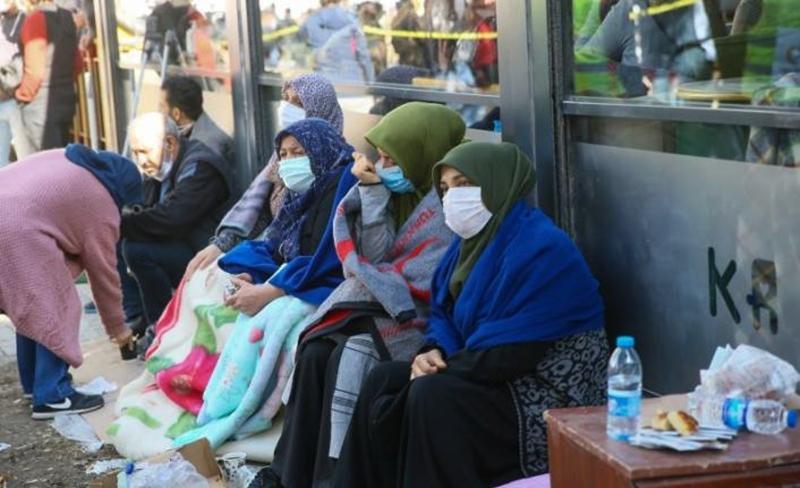 İzmir deprem bölgesinde artan  pandemi riskine karşı özel önlemler alınmalı