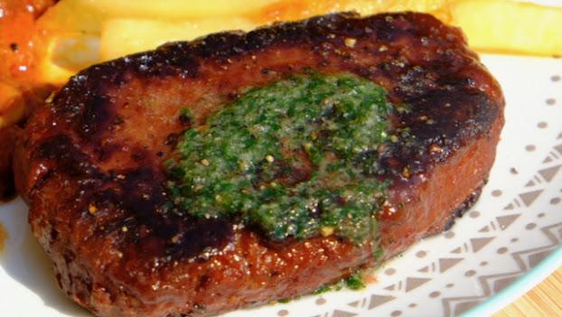 Vegan steak with garlic melt