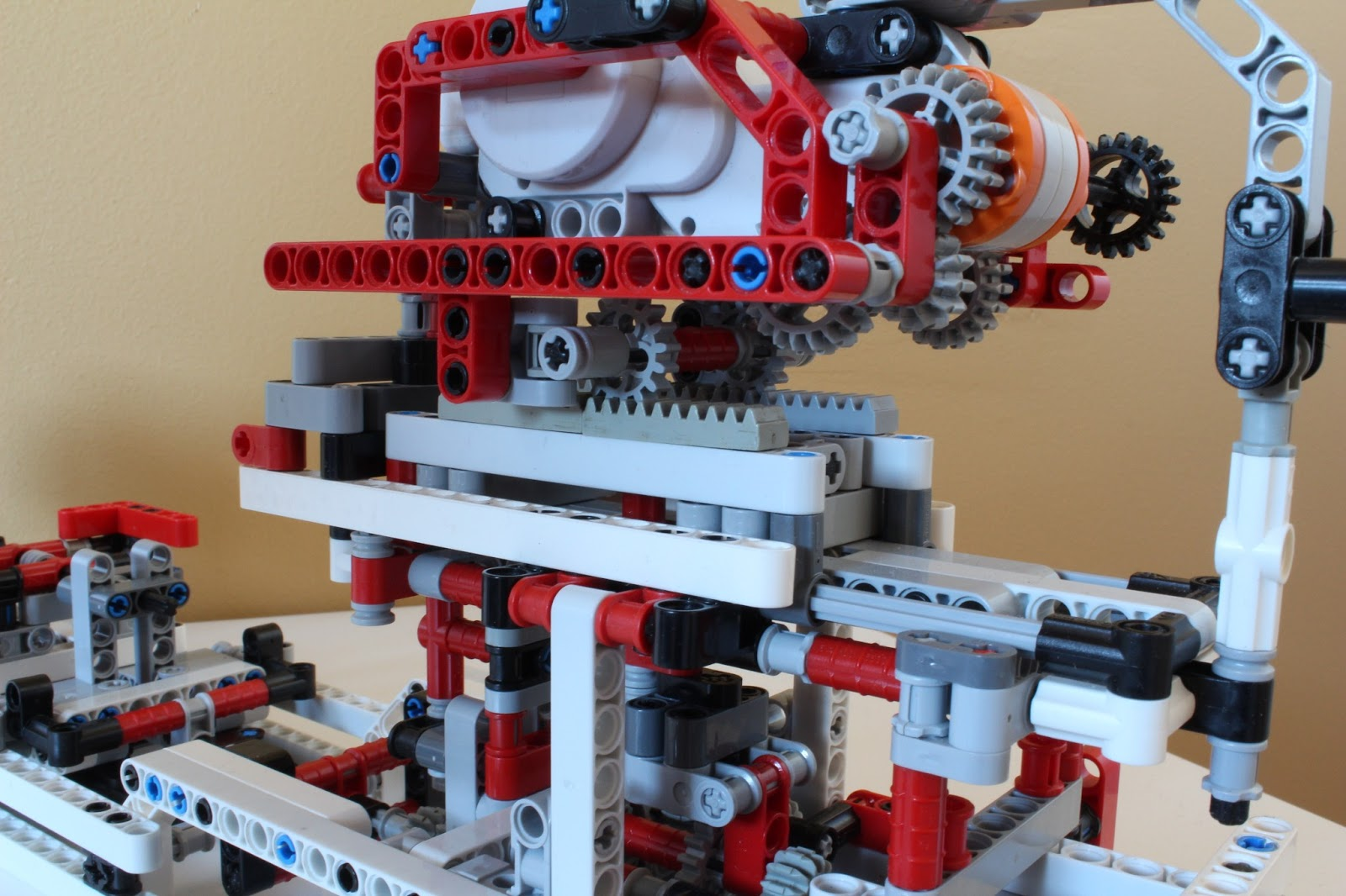 LEGO Car Model    In Detail   Hussein s Blog This has a linear gear which allows a lever attached to the intermediate  shaft to more forward and back  Here is a good picture of the setup to show  you how