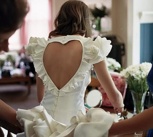 9191457486 Backless dresses and shirts are becoming more and more popular as a trend