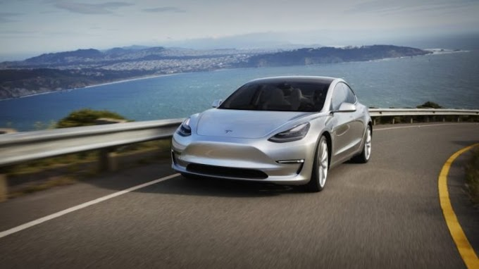 The 20-year-old was arrested in Canada, he was sleeping in a Tesla car with a speed of 150km / h
