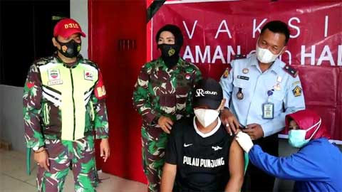 Ratusan Warga Binaan Lapas Kelas III Dharmasraya Ikuti Vaksinasi Massal